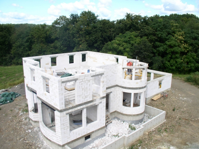 Возведение стен дома из пеноблока. Плюсы и минусы дома из пеноблоков